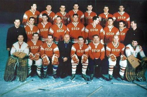 Виктор Блинов первый слева в верхнем ряду.