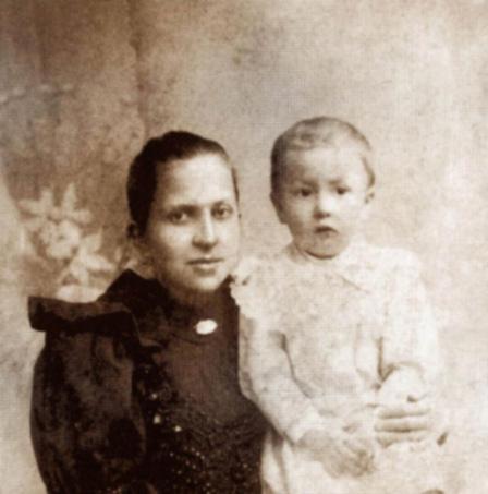 Алексей Лосев с матерью Натальей Алексеевной