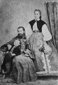 Отец Валентин с женой и сыном